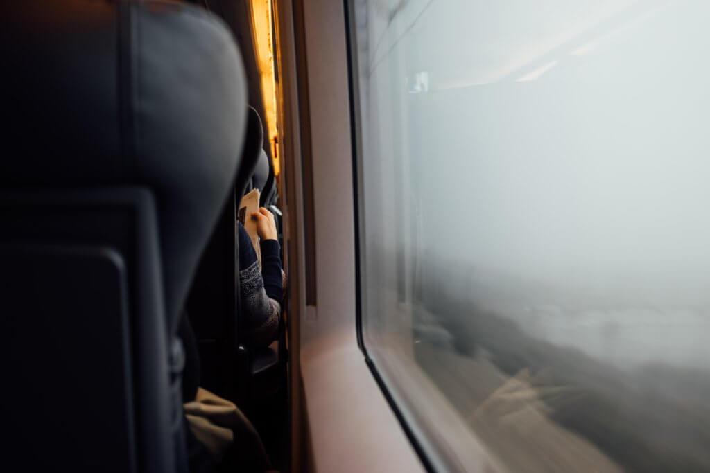 ragazza-sul-treno